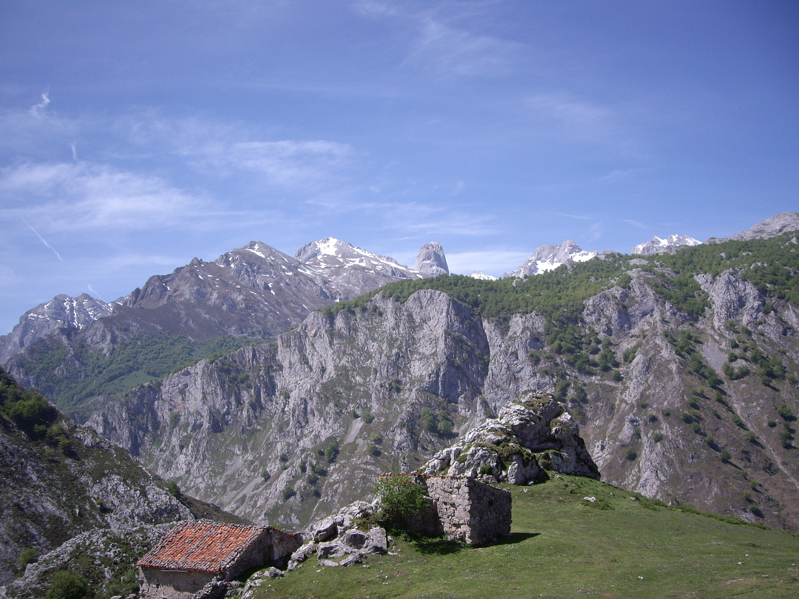 Stone cottage at picos de europa asturias magazine for Cottage in the mountains