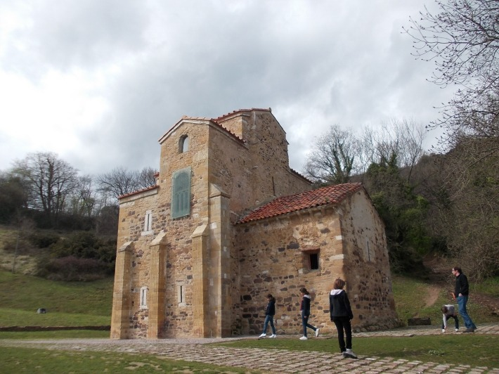 San Miguel de Lillo, lateral façade.